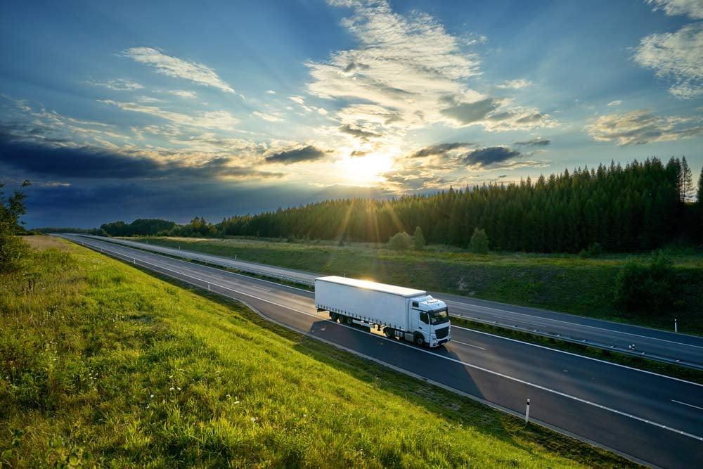 Sovelluskehittäjät truck driving on road summer