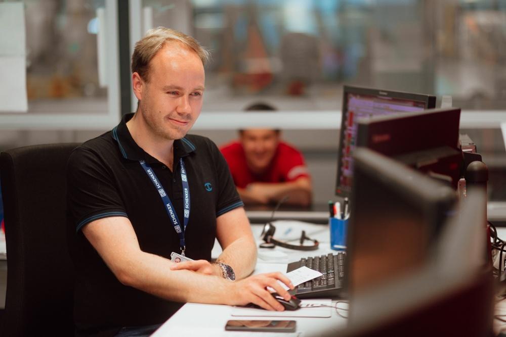 Sovelluskehittäjät Schenker employee